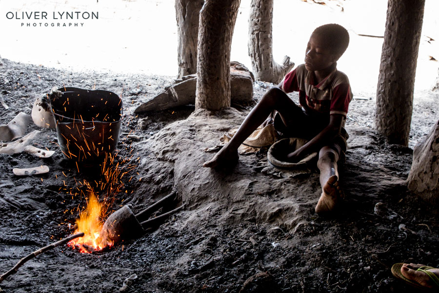 oliver lynton, #fujixt2, x-t2, fuji, fujifilm, burkina faso, africa, west, boy, bellows, forge, ouri, people